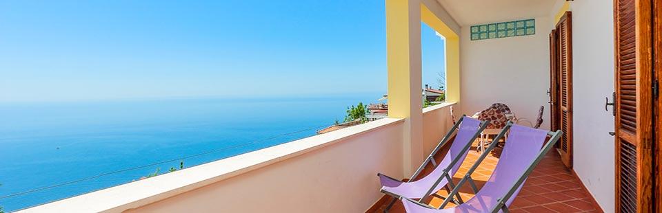 Appartamenti vacanze costiera amalfitana case vacanze bed - Terrazzo coperto ...